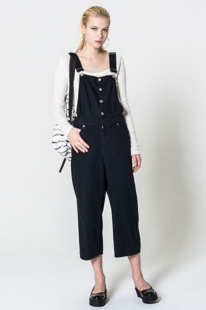 Four pocket dungaree in lightweight, black rinse wash cotton fabric with a super soft handfeel. Zip fly with hook and bar fastening, twin slot through adjustable straps and buttoned-up front. Shiny silver finish on trims and tonal thread color.
