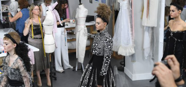 karl lagerfel chanel couture atelier