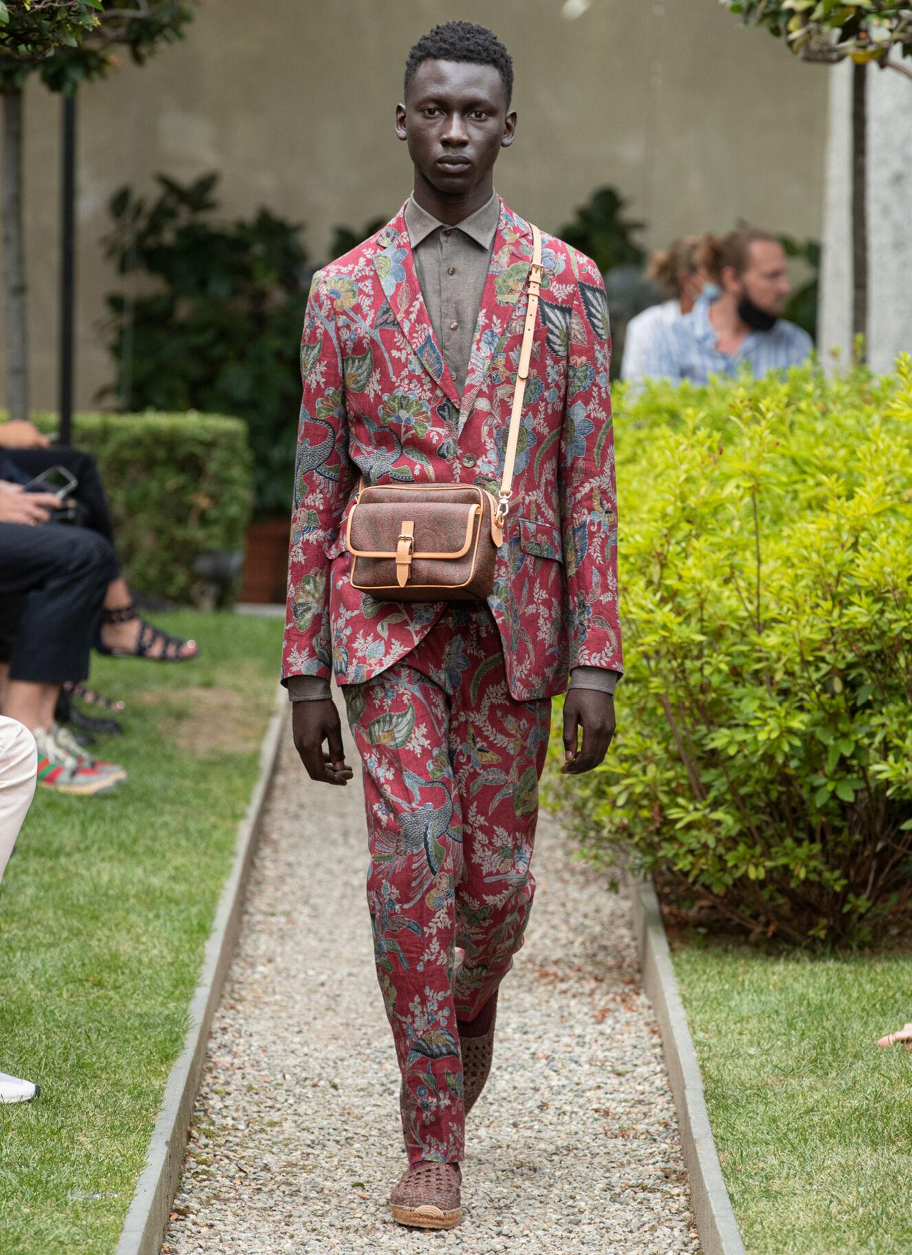 ETRO_fashion_show_ss21_10 Milan red men's suit.jpg