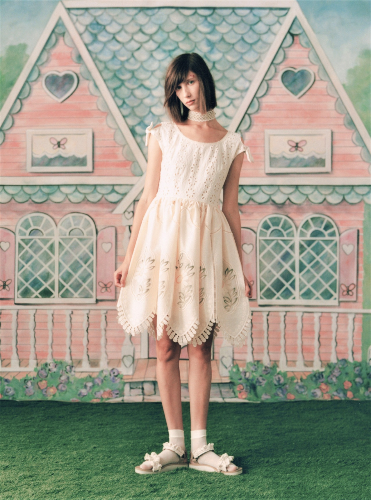 00034-ANNA-SUI-SPRING-21-RTW-Credit-Jackie-Kursel wht dress NYFW scalloped (2).jpg