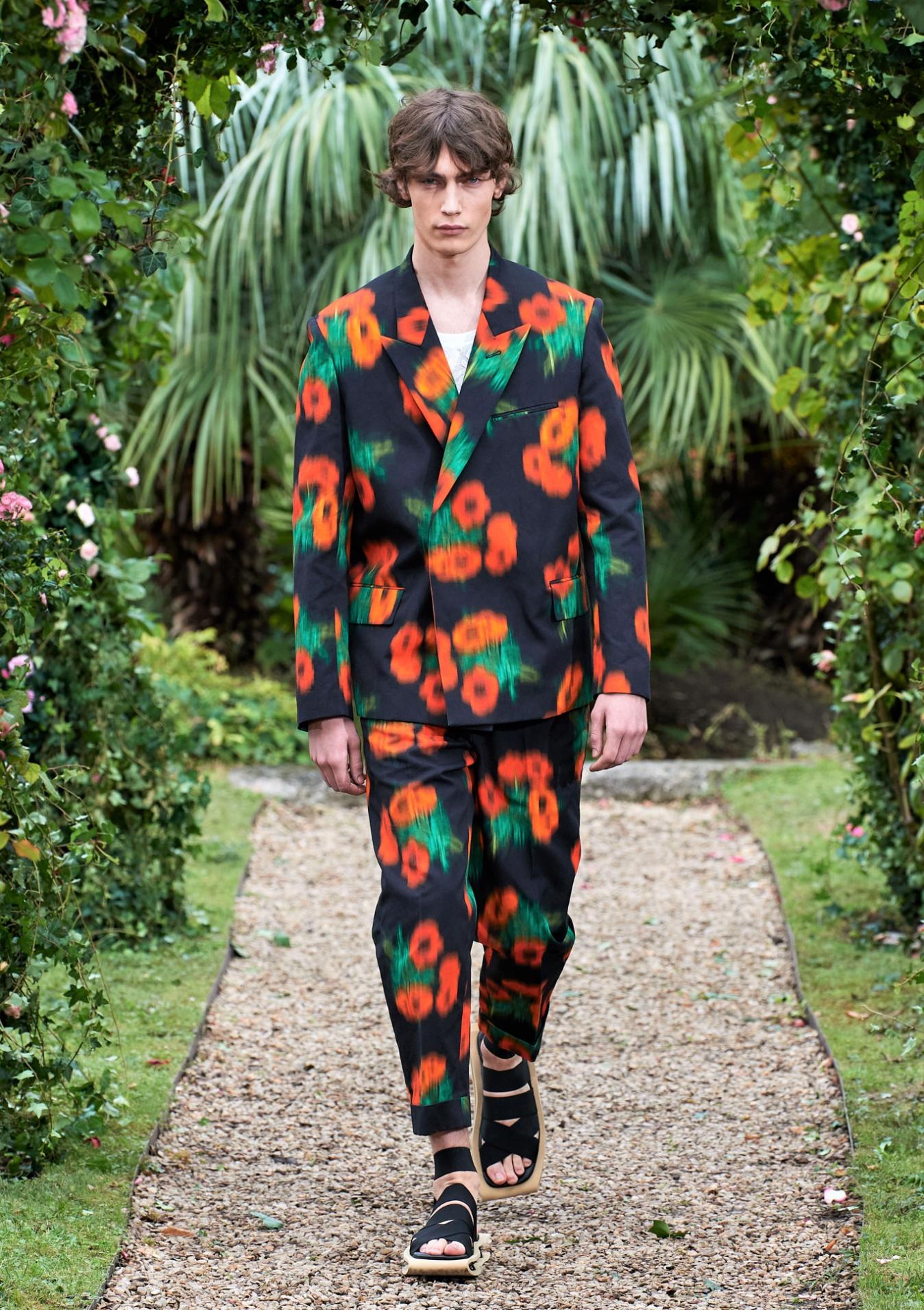 Kenzo SS21 012 Mens floral suit Paris (2) cropped.jpg