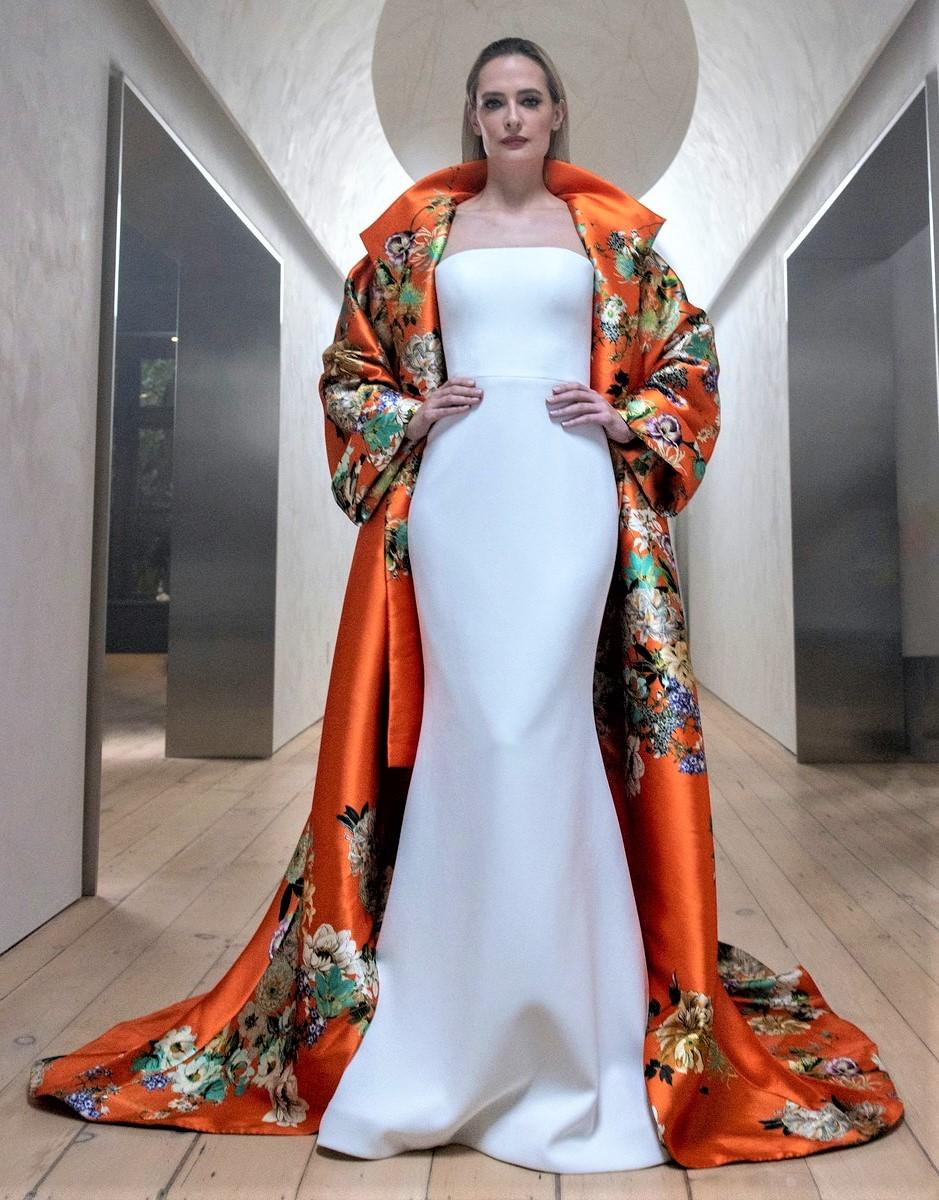 Romona Keveza Bridal orange kimono 10-20 pynck (2) cropped.jpg