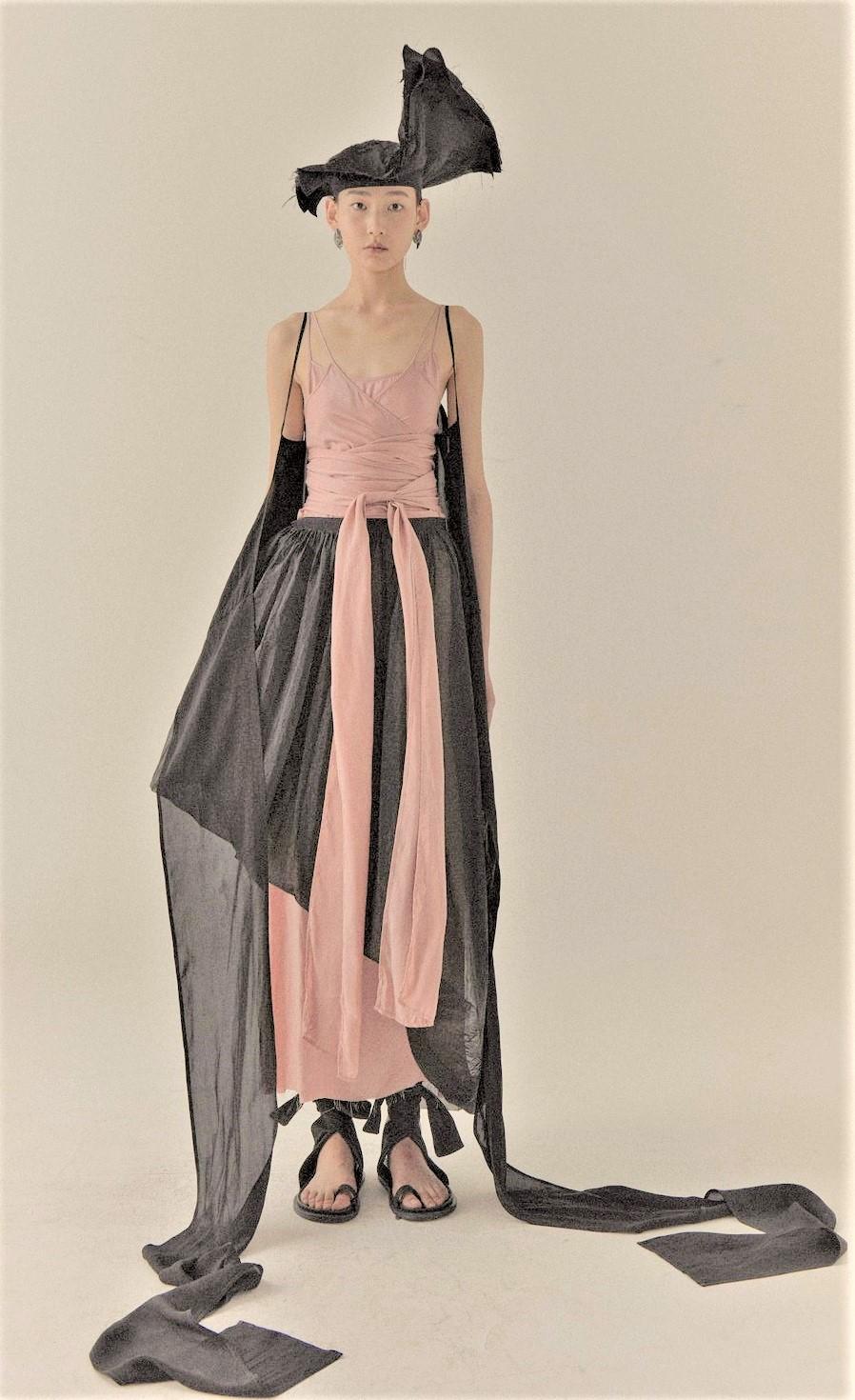 00031-UMA-WANG-SPRING-21-RTW Rose and blk dress Paris Pynck (3).jpg
