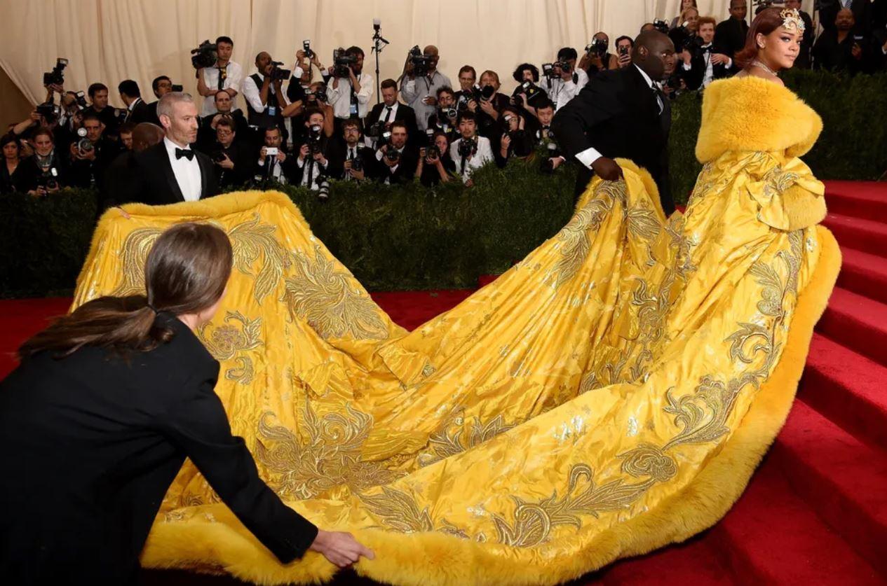 Huuffpost Rihanna met gala gown 2015 Silk Road.JPG