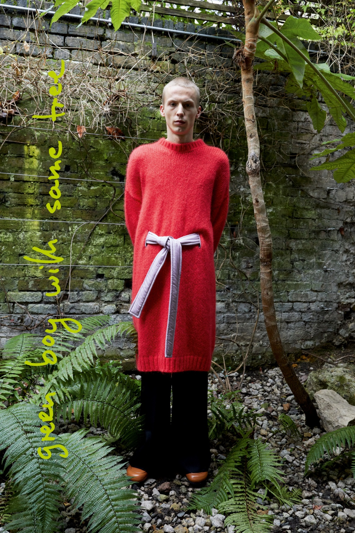 00029-JW-Anderson-FW-21 JW Anderson Paris Mens red sweater vogue.jpg