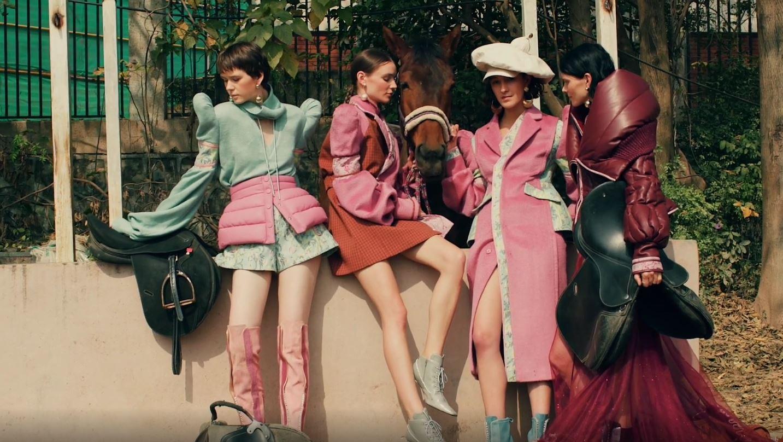 Milan 2 Sara Wong 4 models pink burgundy horse.JPG