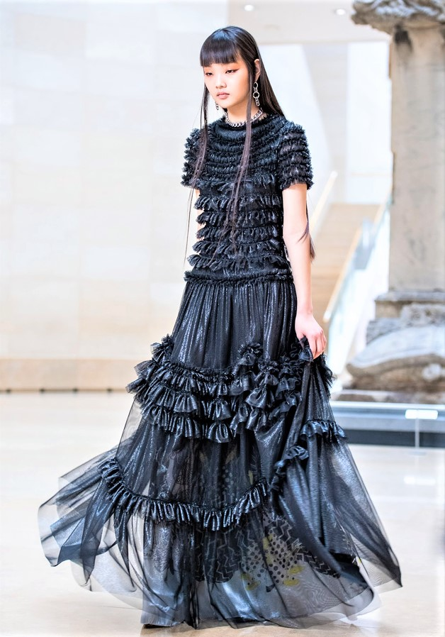 Seoul 3-21 doucan blk gown cropped.jpg