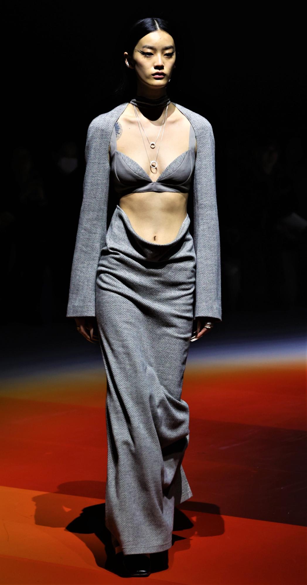 Oude Waag grey dress 2 pc Shanghai cropped use.jpg