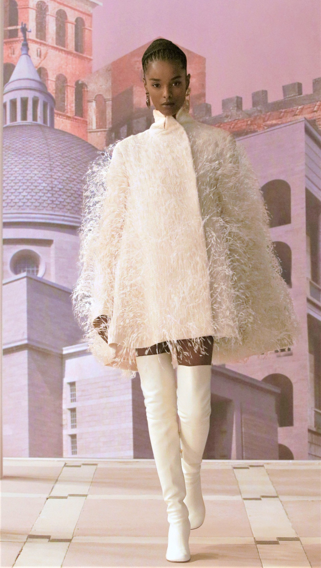 Fendi Couture fall-2021 wht boots cropped.jpg