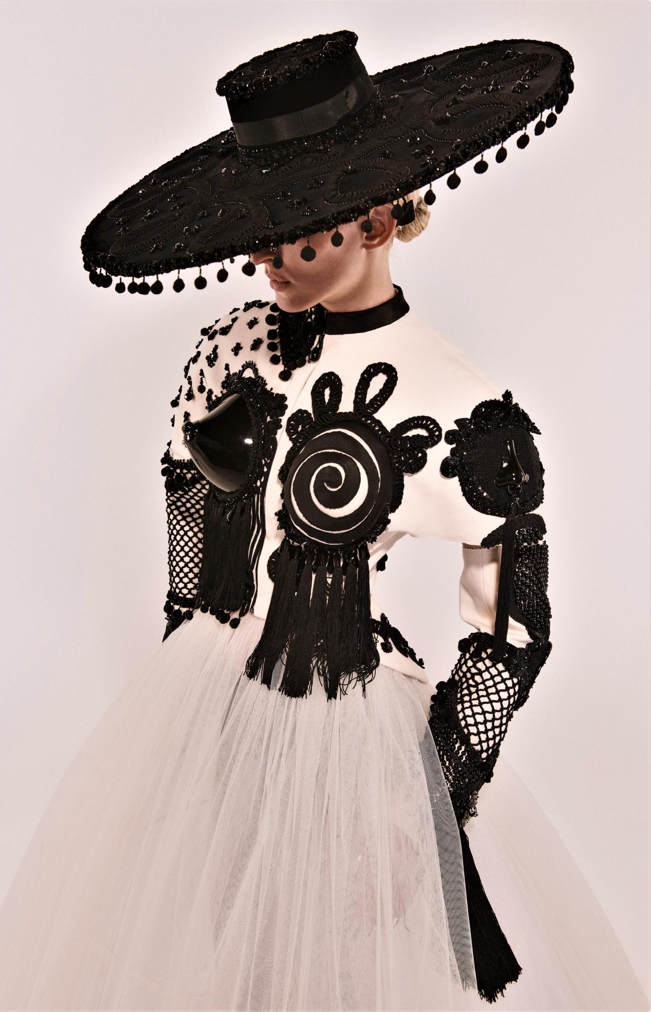 Schiaparelli Couture Fall-21 blk wht ole cropped.jpg