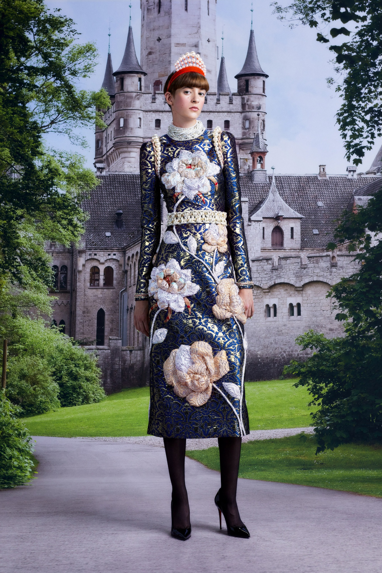 Viktor Rolf Couture Fall- 1 embroidered queen w castle vogue 21.jpg