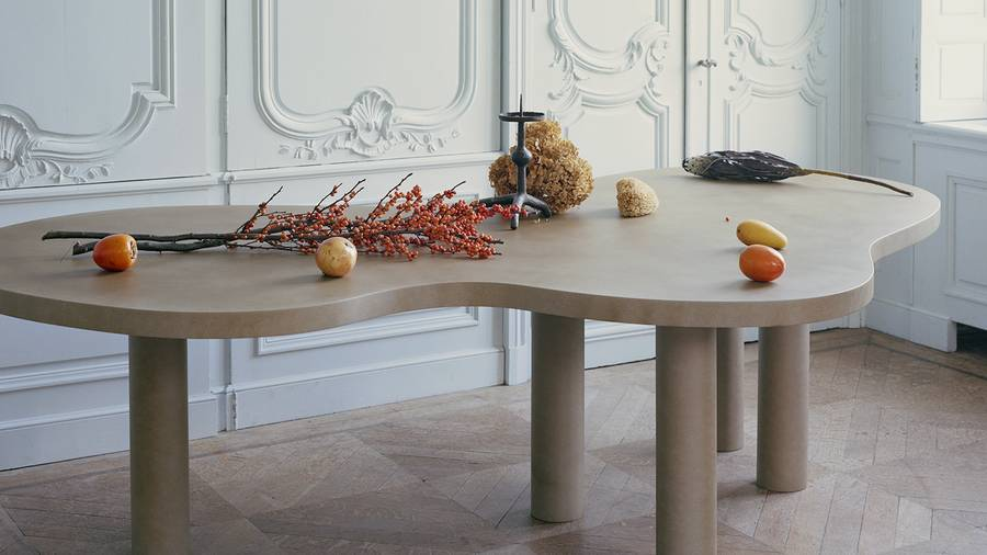 A table with objects on it Description automatically generated with medium confidence