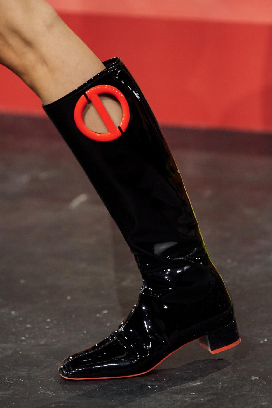 Paris 1. logo Christian Dior go-go boots vogue.jpg