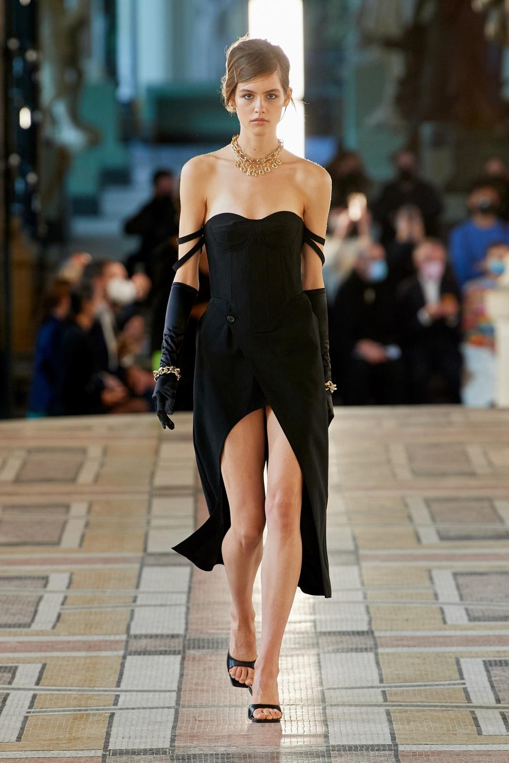 Paris 1. Rokh blk gown vog.jpg